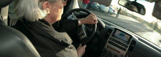 Mujer conduciendo