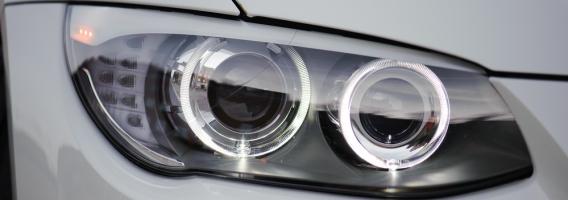 ¿Tienes que llevar las luces del coche encendidas todo el día? Lo aclaramos