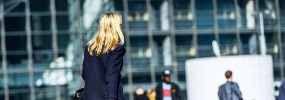 El 60% de las mujeres cambia sus hábitos de movilidad por seguridad