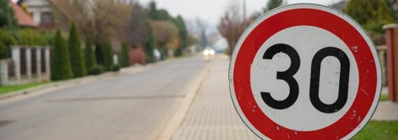 Consecuencias para el seguro de coche de la bajada de los límites de velocidad en ciudades