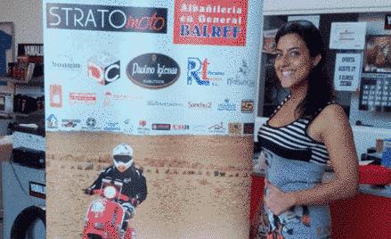 Sara García posa con sus patrocinadores